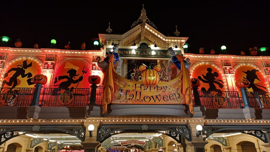 What to expect from Mickey's Halloween Festival at Disneyland Paris